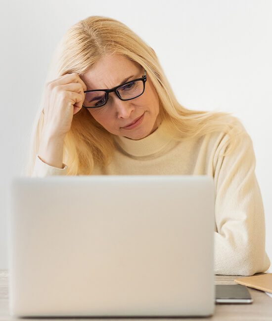 woman-laptop-issues